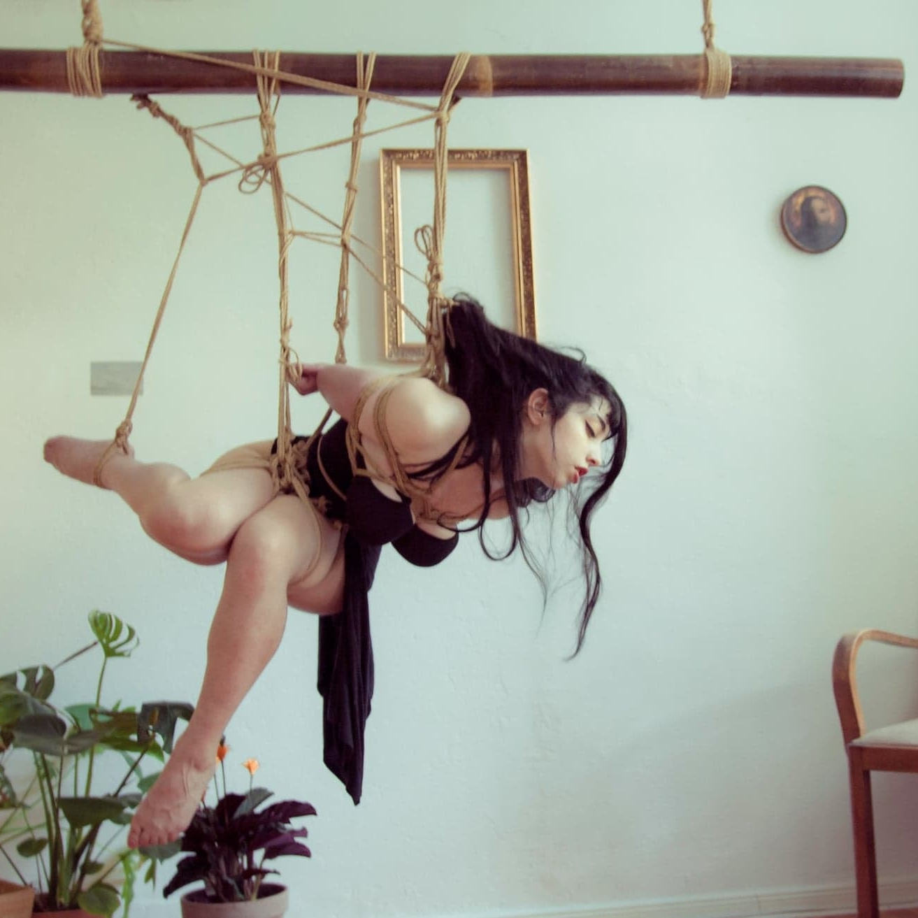 Tamandua - Berlin, GermanyWorkshops // Tuition // SessionsModelling // Performance // Artistic WorkPhotography // Lectures // Researchemail // fetlife // insta // facebookropework and photo: Tamanduamodelling: Bastet