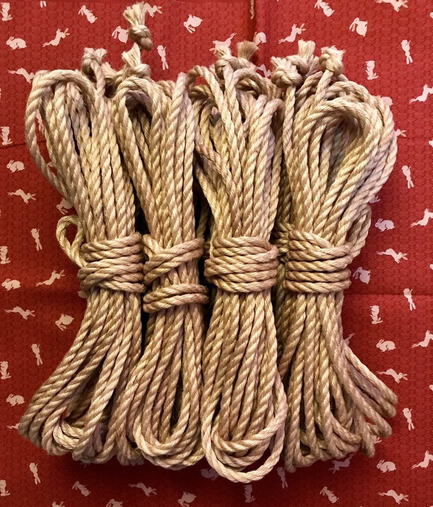 Anatomie Studios - London, England, United Kingdom4 or 6 mm, raw or oil-treated, natural or colored, jute ropeOrder via their website.