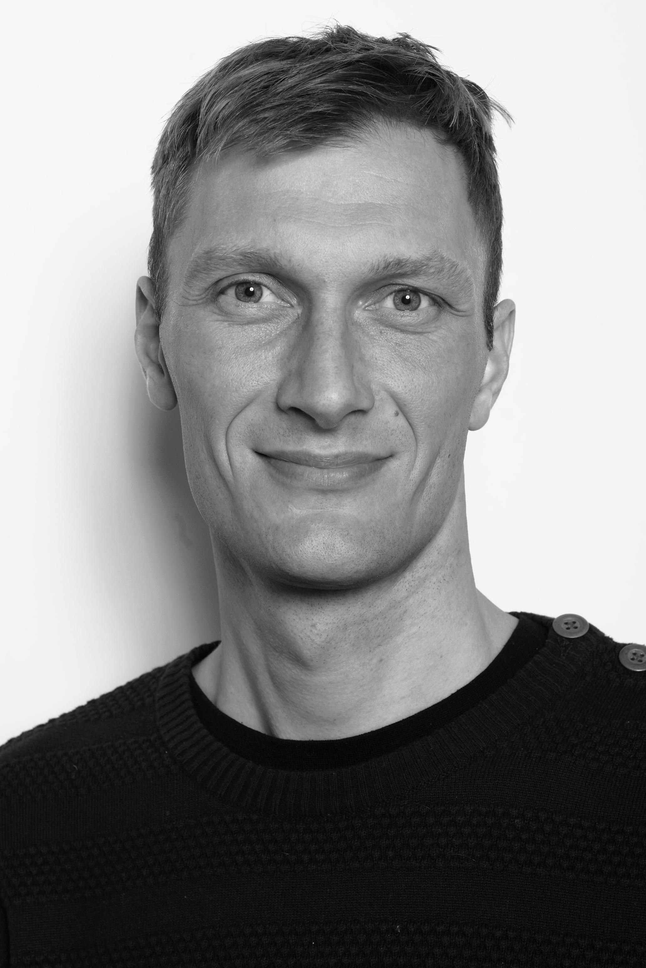 Jeg har en baggrund som PhD fra Aarhus Universitet, hvor jeg har forsket i bæredygtig omstilling og cirkulær økonomi. Jeg har fortsat tæt samarbejde med forskningsmiljøet omkring cirkulær økonomi og er på nuværende tidspunkt tilknyttet Aalborg Universitet.