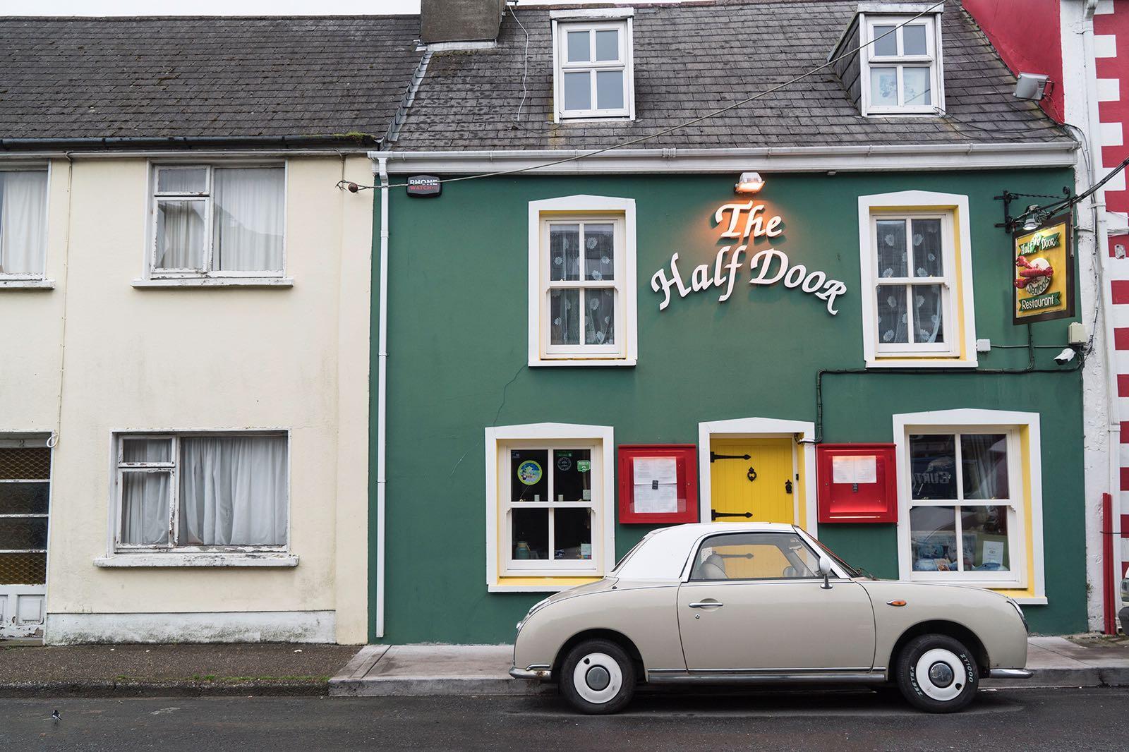 Auto in Dingle, Ireland.
