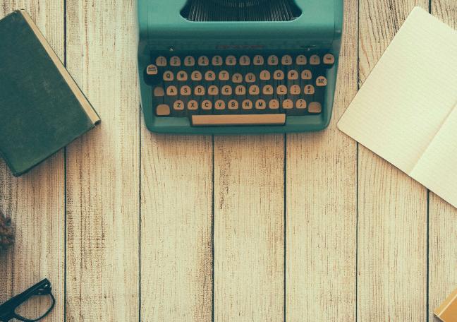 typewriter blogging.png