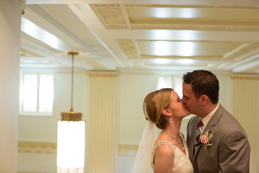 Mackenzie + Justin - wedding photography from Omaha, Nebraska.