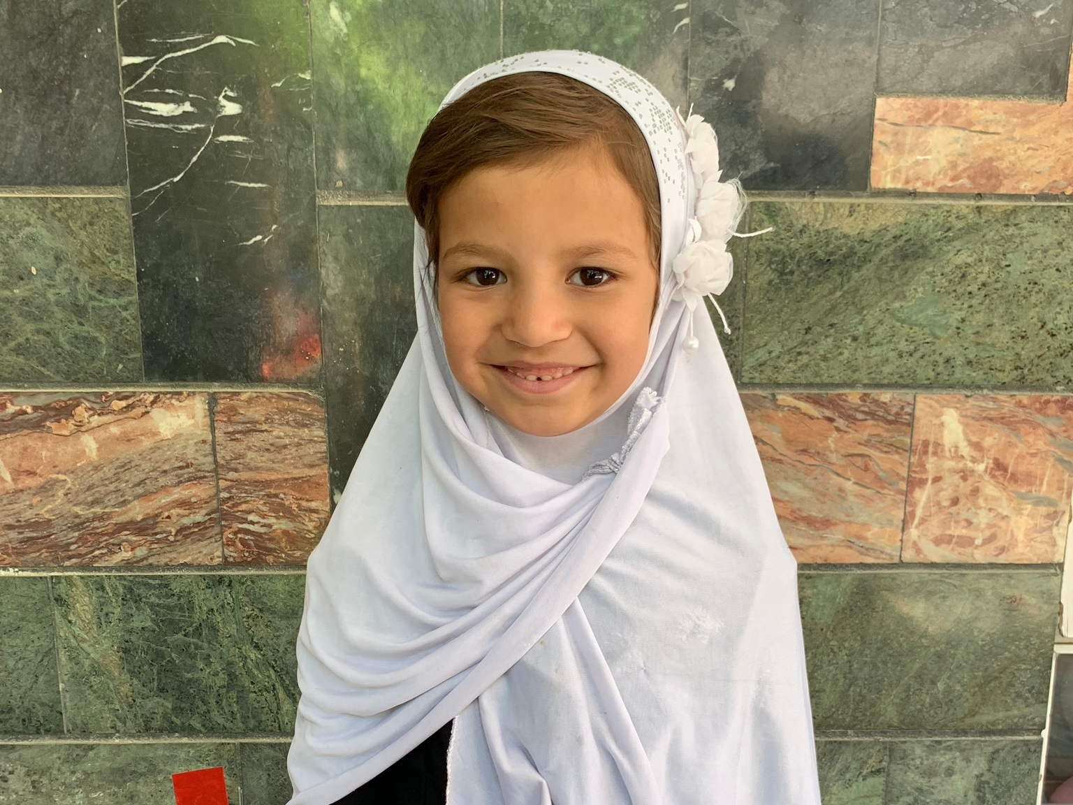 Fariwar, Age 7 - Fariwar has 4 siblings. Her mother and father are currently unemployed.BE FARIWAR'S PARTNER >