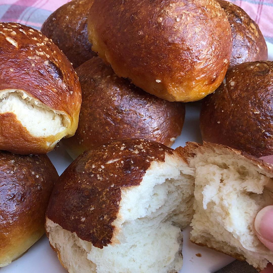 pretzel rolls 4.JPG