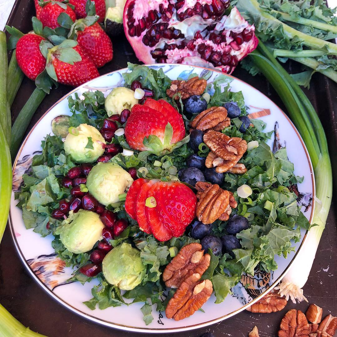 berry pomegranate kale salad 4.JPG