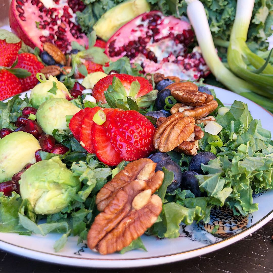 berry pomegranate kale salad 2.JPG