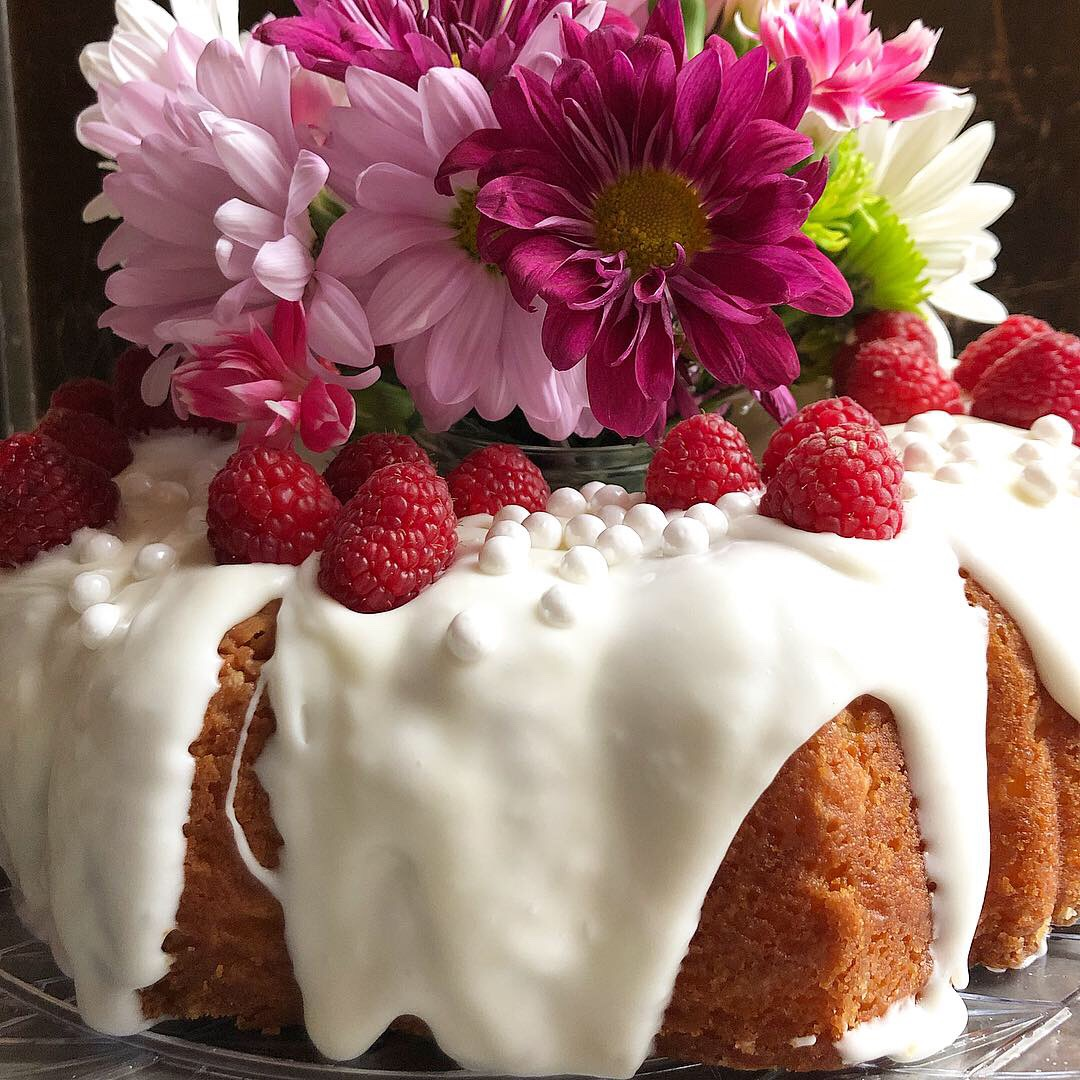 raspberry lemon bundt cake 5.JPG