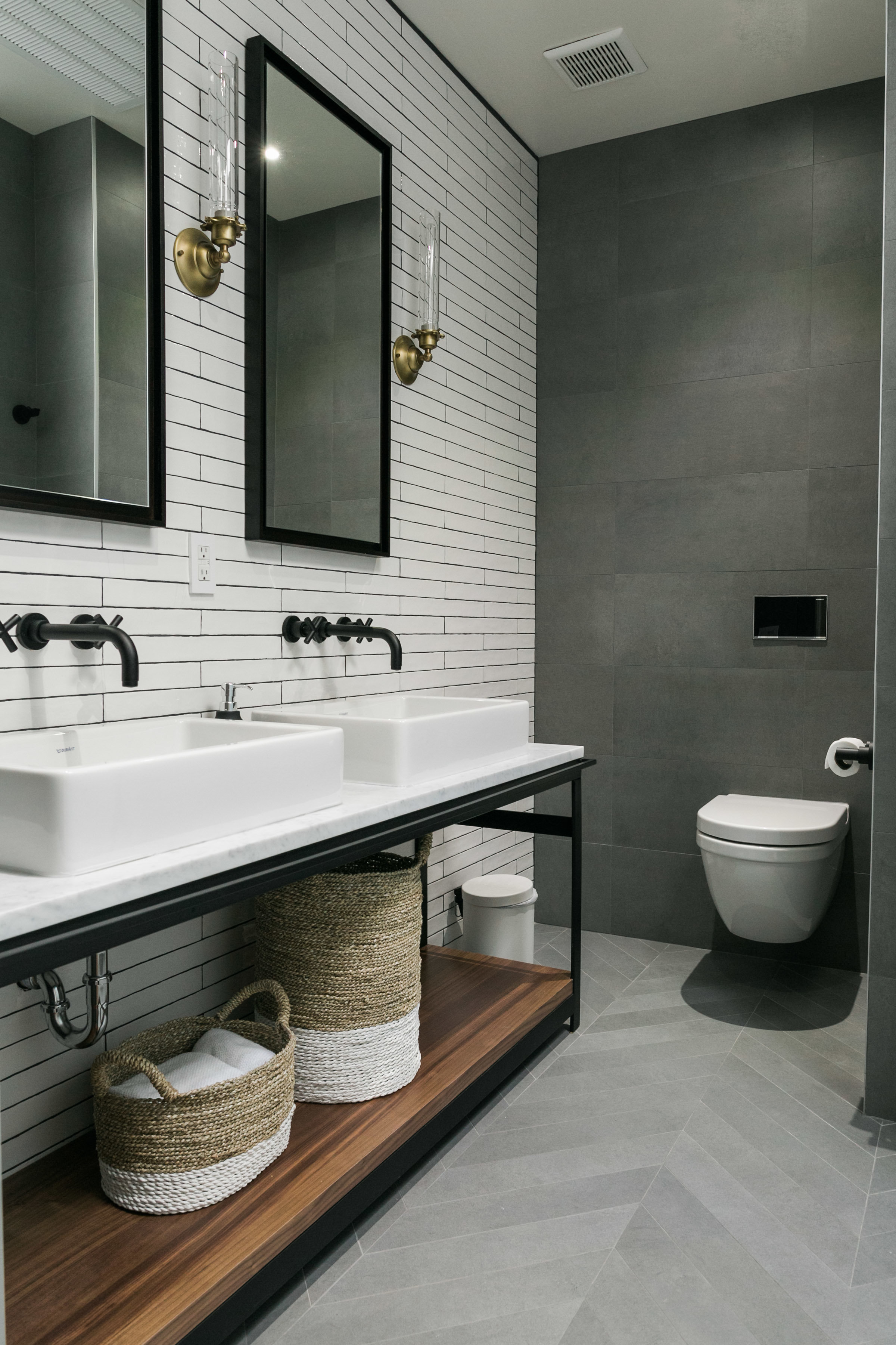 Bathroom_1_001.jpg
