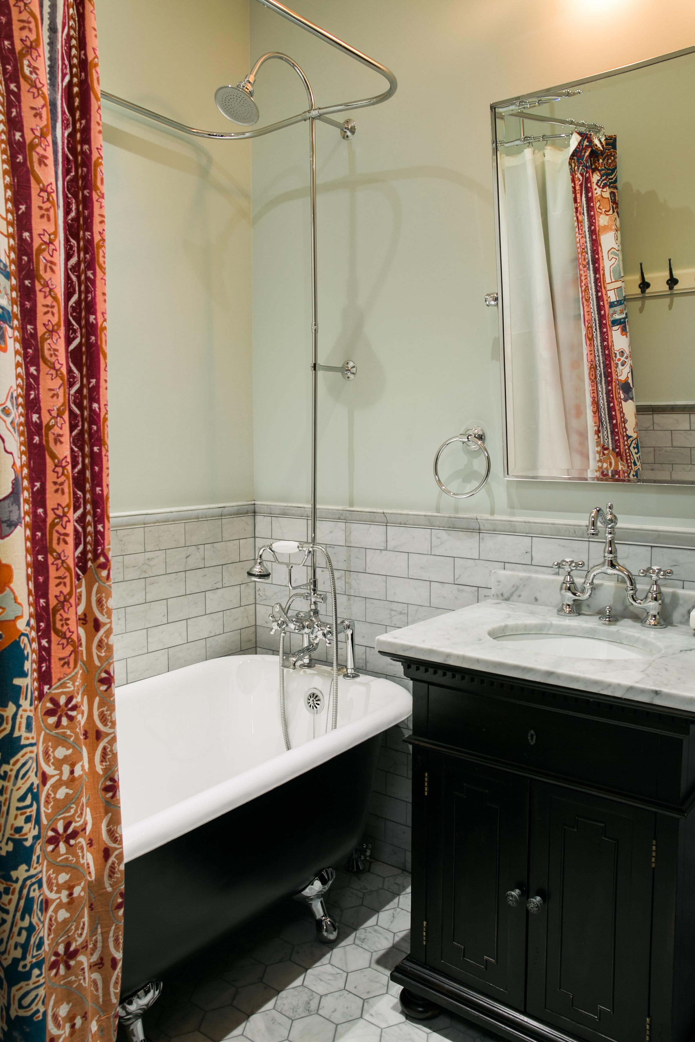 Bathroom_2_002.jpg