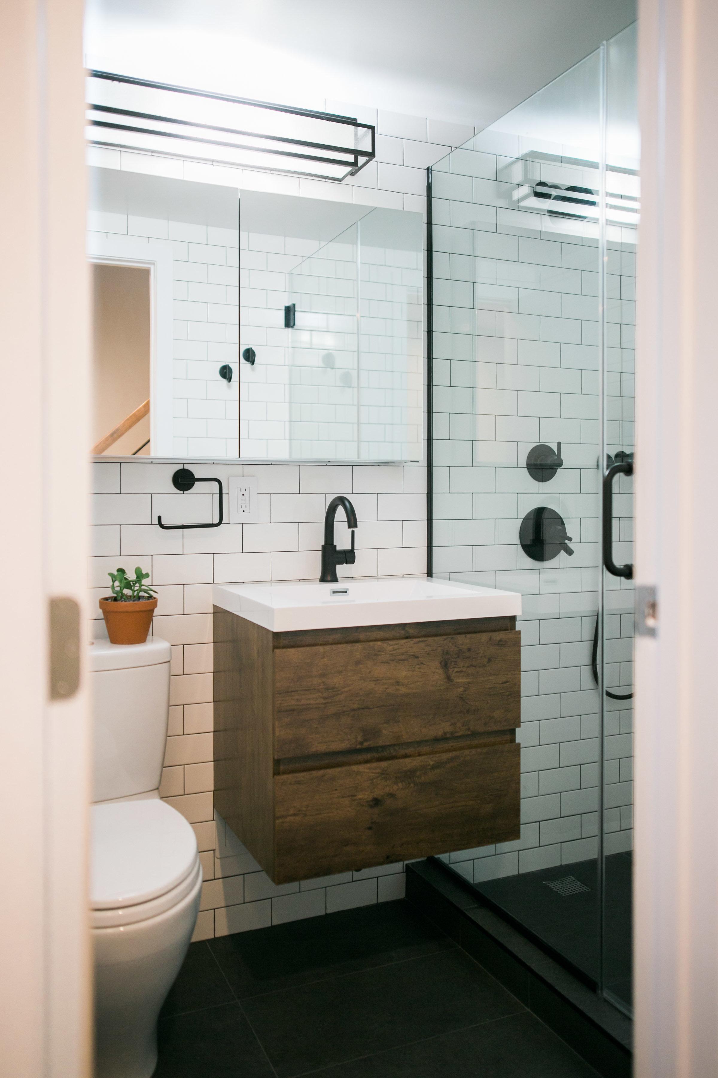 Location2_Bathroom_005 (2).jpg