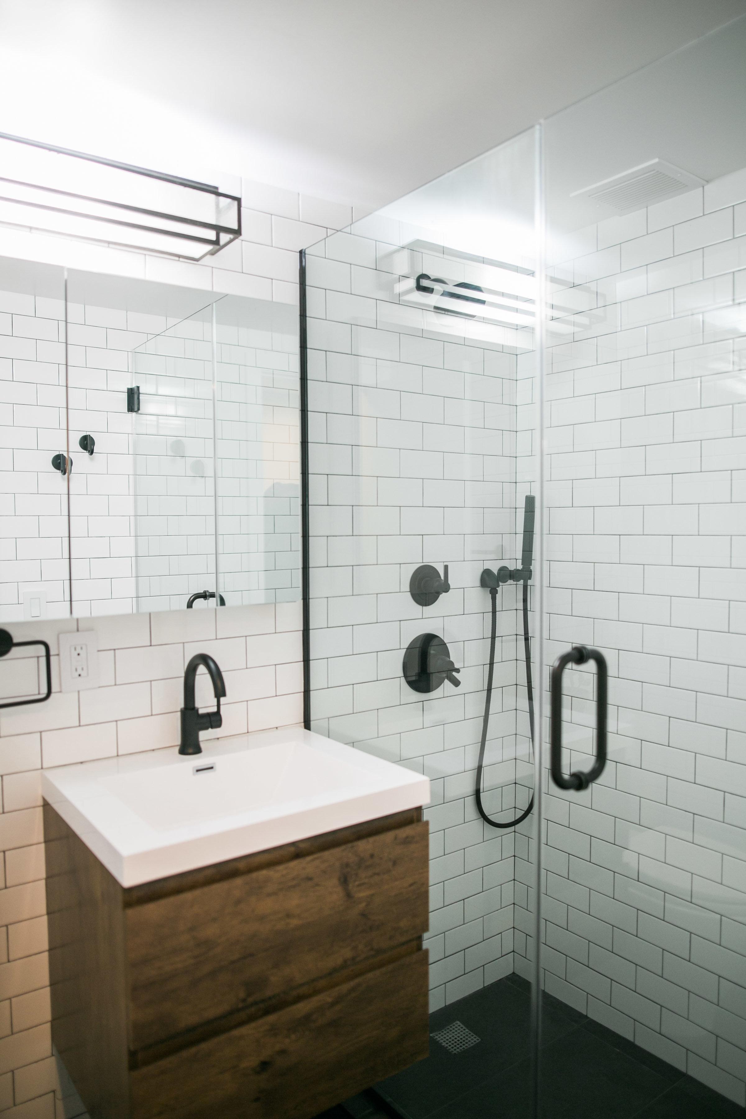 Location2_Bathroom_001.jpg