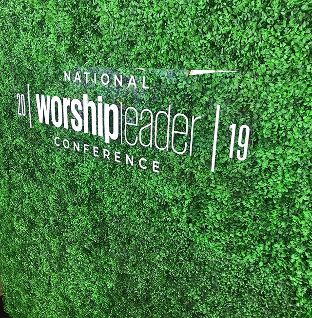 Happy Monday! We're out here again with another beautiful hedge wall and custom logo for the @worship.leader conference. #worshipleaderconference#wlmag#worshipleaderconference2019#creativebooth#photobooth#nashvilleevents#custombackdrop#experientialevents#experientialmarketing franklinphotobooth