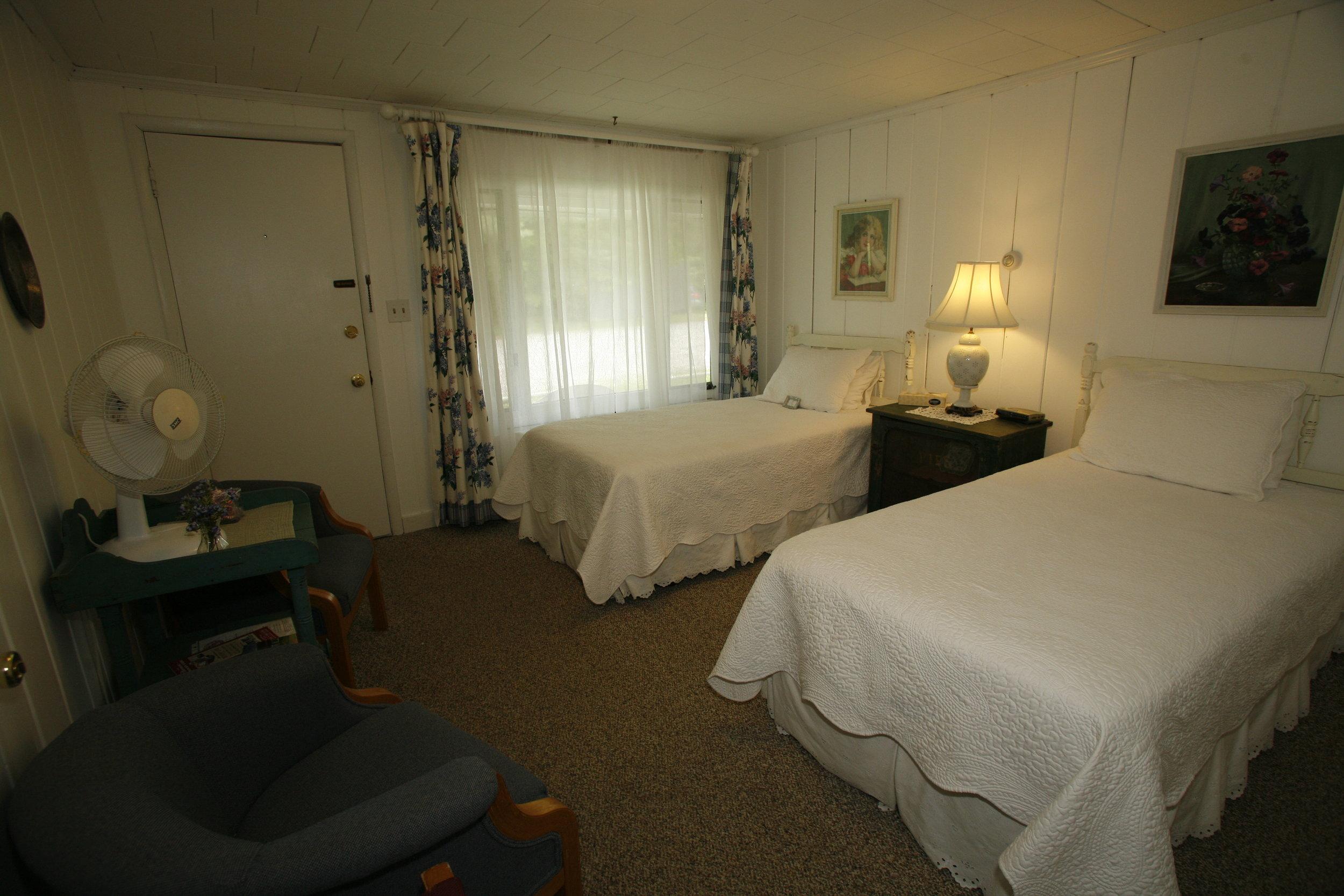 Room-Motel_2-1.JPG