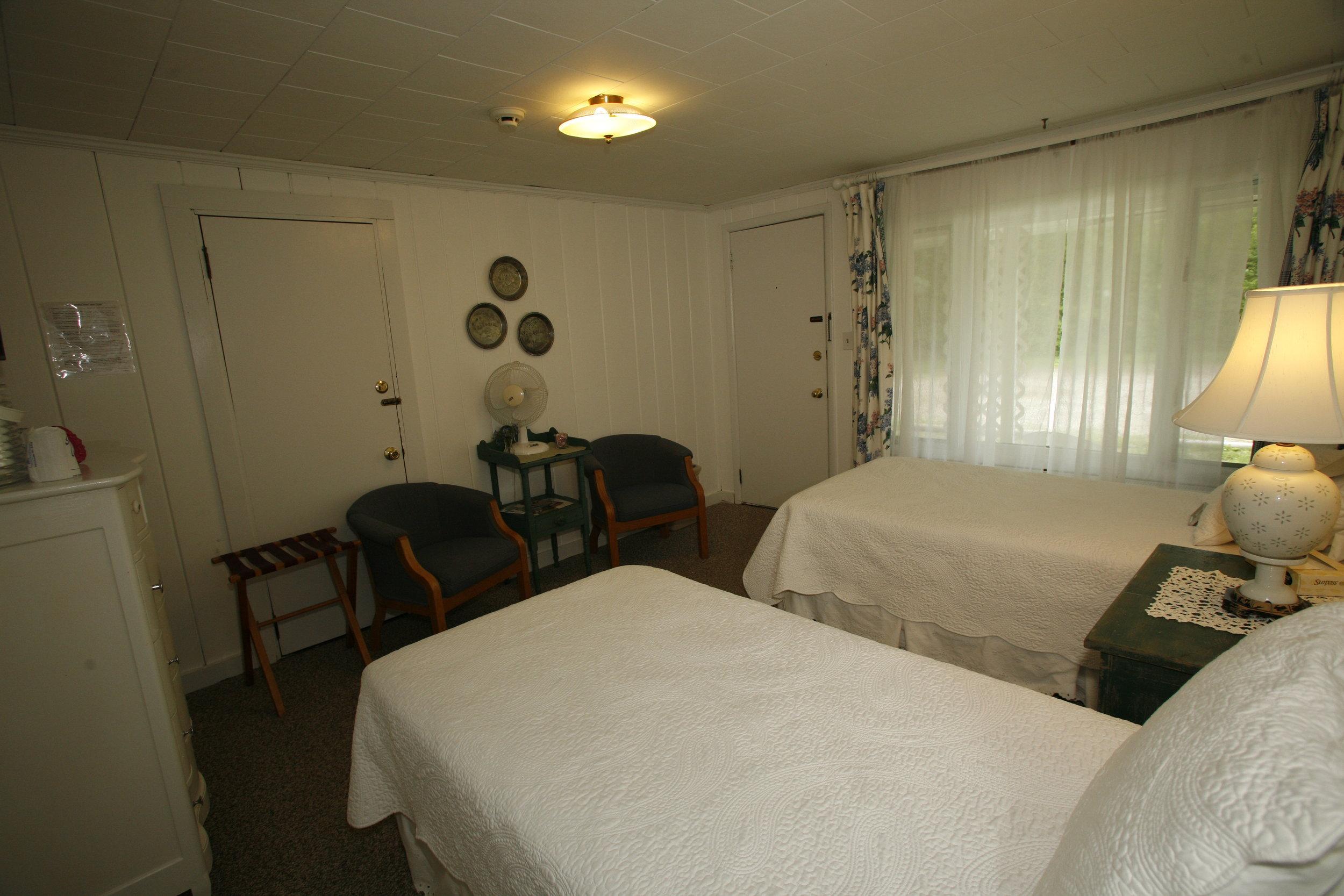Room-Motel_2-0.JPG
