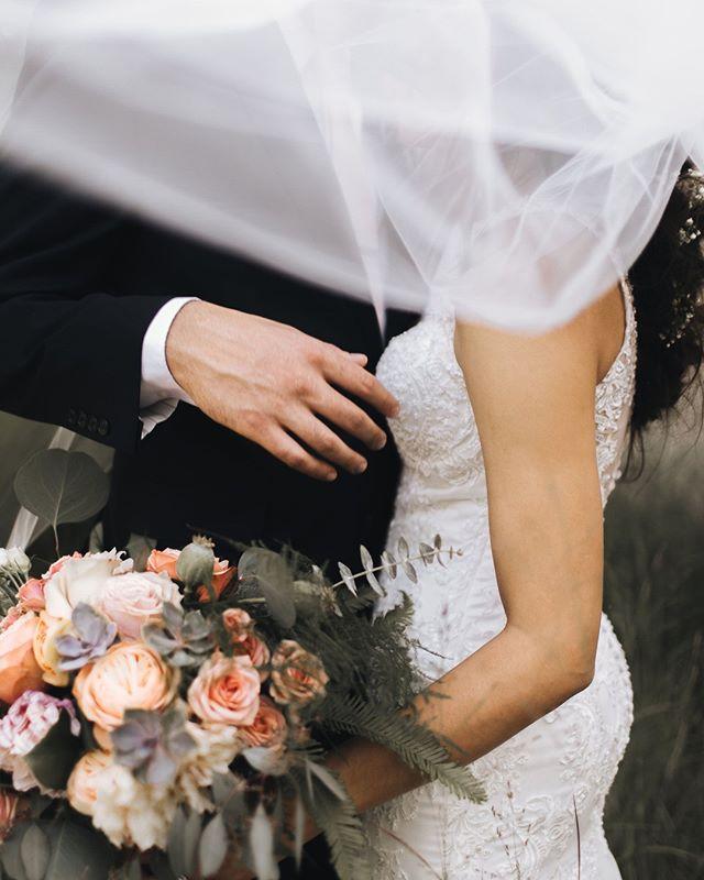Love this dreamy veil action.    #weddingflowers #bridalbouquet #floraldesign #weddingbouquet #weddingdecor #bouquet #weddinginspo #floraldesigner #bridalinspo #weddingidea #weddingseason