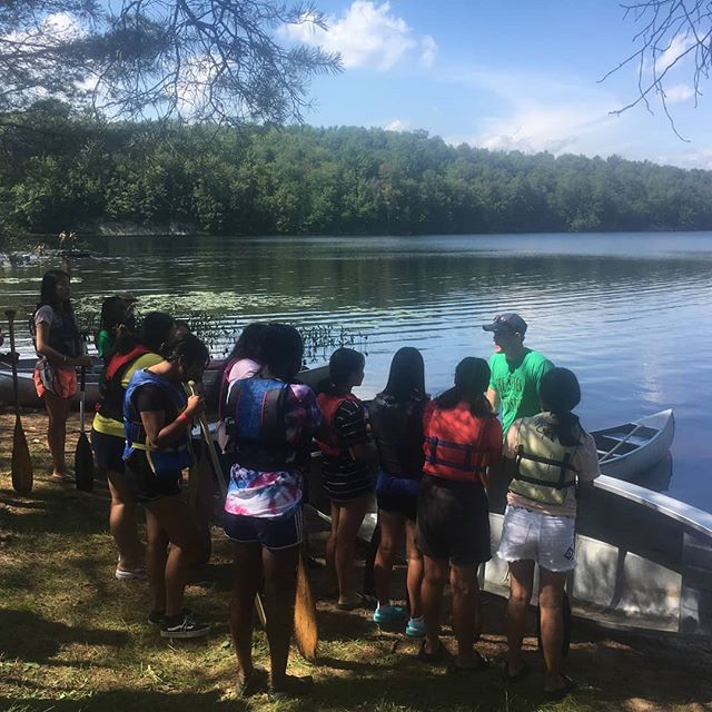 It's always great to see new paddlers on the water! Our team of experienced paddlers is always ready to help folks develop their paddling skill - whether it be basic canoe operation and safety or advanced paddle stroke improvement. . Contact us to set up a paddling clinic for you or your group! . . . #paddling #macscanoelivery #macscanoe #paddleclinic