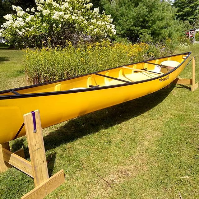 Those black gunwales are looking sharp on this Minnesota II! . . Give us a call or stop by the shop to discuss all the new or used canoes and kayaks for sale. . . #macscanoelivery #newcanoe #usedcanoe #endofseasonsale