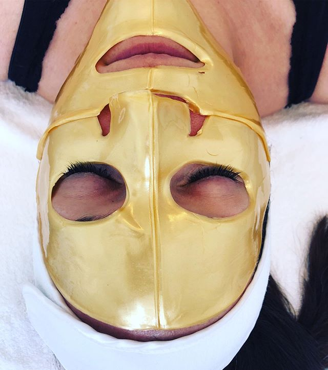 Elevate your skin game with our 24K Gold collagen mask. ✨ Benefits: instantly fills lines, lifts skin, boosts rejuvenation on the cellular level