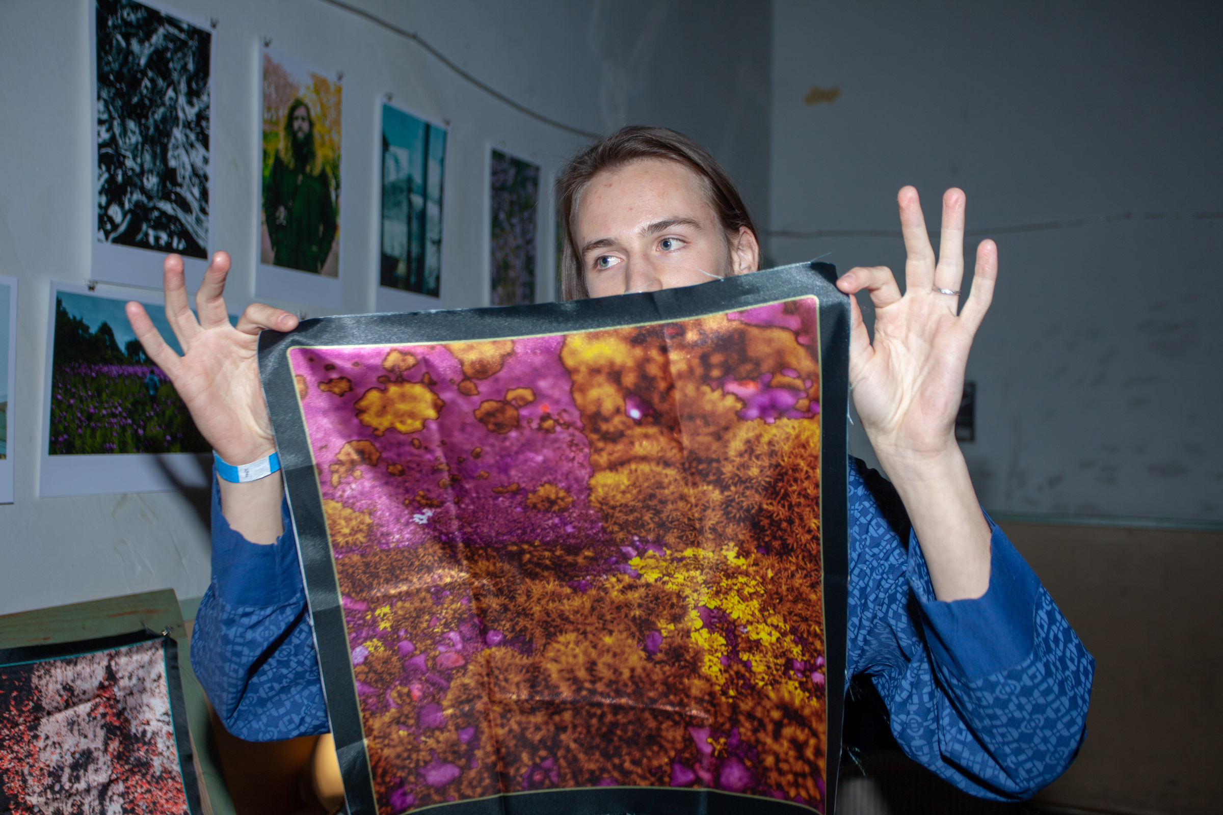 Koby Silverman holding art by Jon Chance - Photo: Dónal Cían Lakatua - GCR Fest 2018
