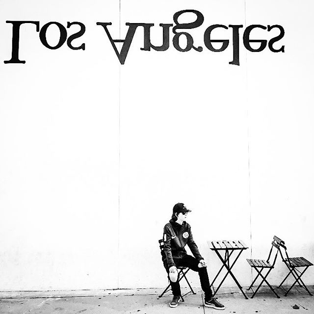 Holidays are here again! 🖤 Time to chill #throwback🔙 to #losangeles_la #melroseavenue #streetartla #actorslife🎬 #blacknwhiteperfection #lalaland #hollywoodlife #melrose #streetartworldwide #sebastienskubala #youngactor