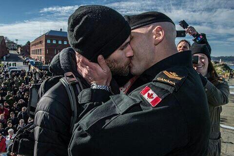 Two-Men-Kissing-Gay-Kiss-Photos-Pics1.jpg