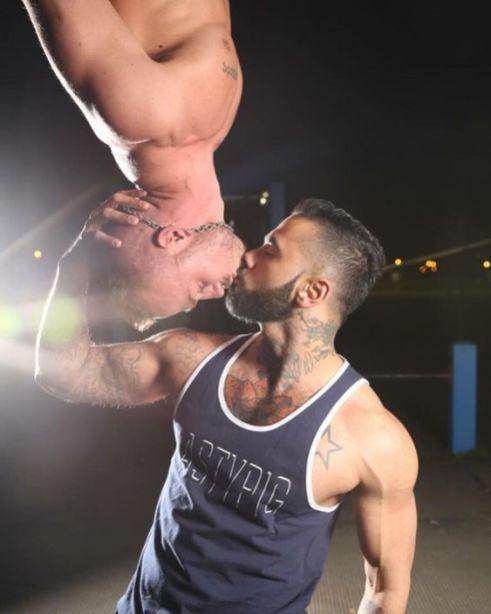 Two-Men-Kissing-Gay-Kiss-Photos-Pics8.jpg