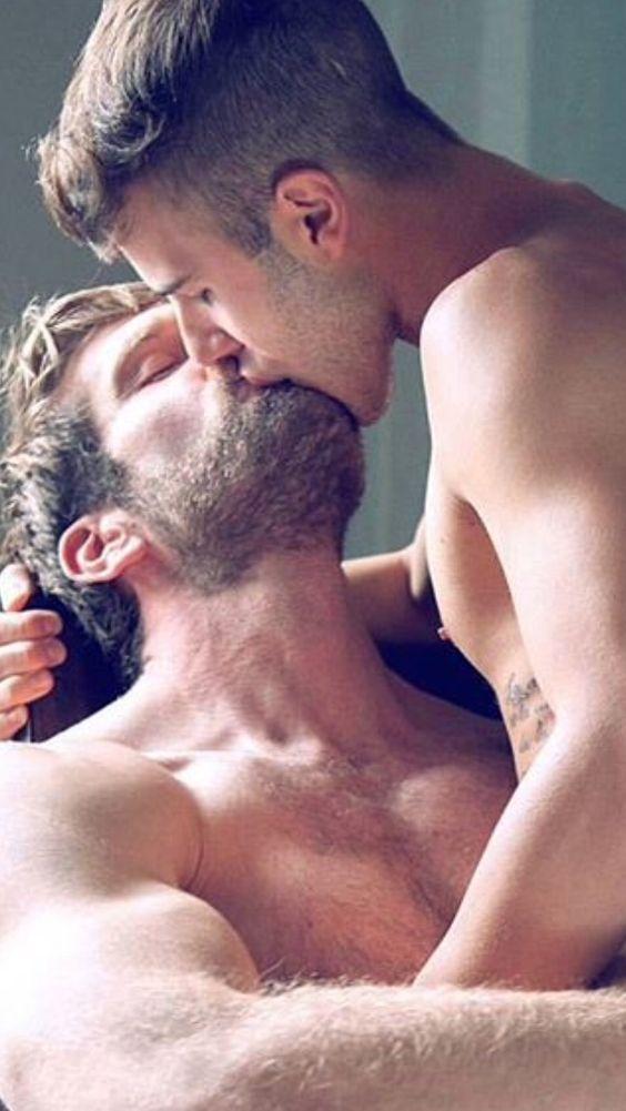 Two-Men-Kissing-Gay-Kiss-Photos-Pics21.jpg