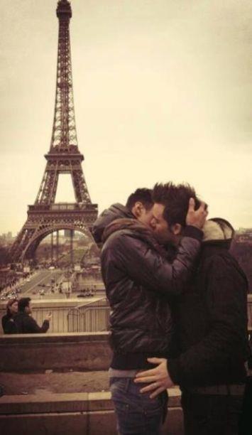 Two-Men-Kissing-Gay-Kiss-Photos-Pics26.jpg