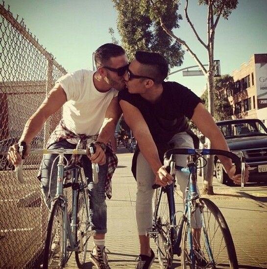 Two-Men-Kissing-Gay-Kiss-Photos-Pics82.jpg