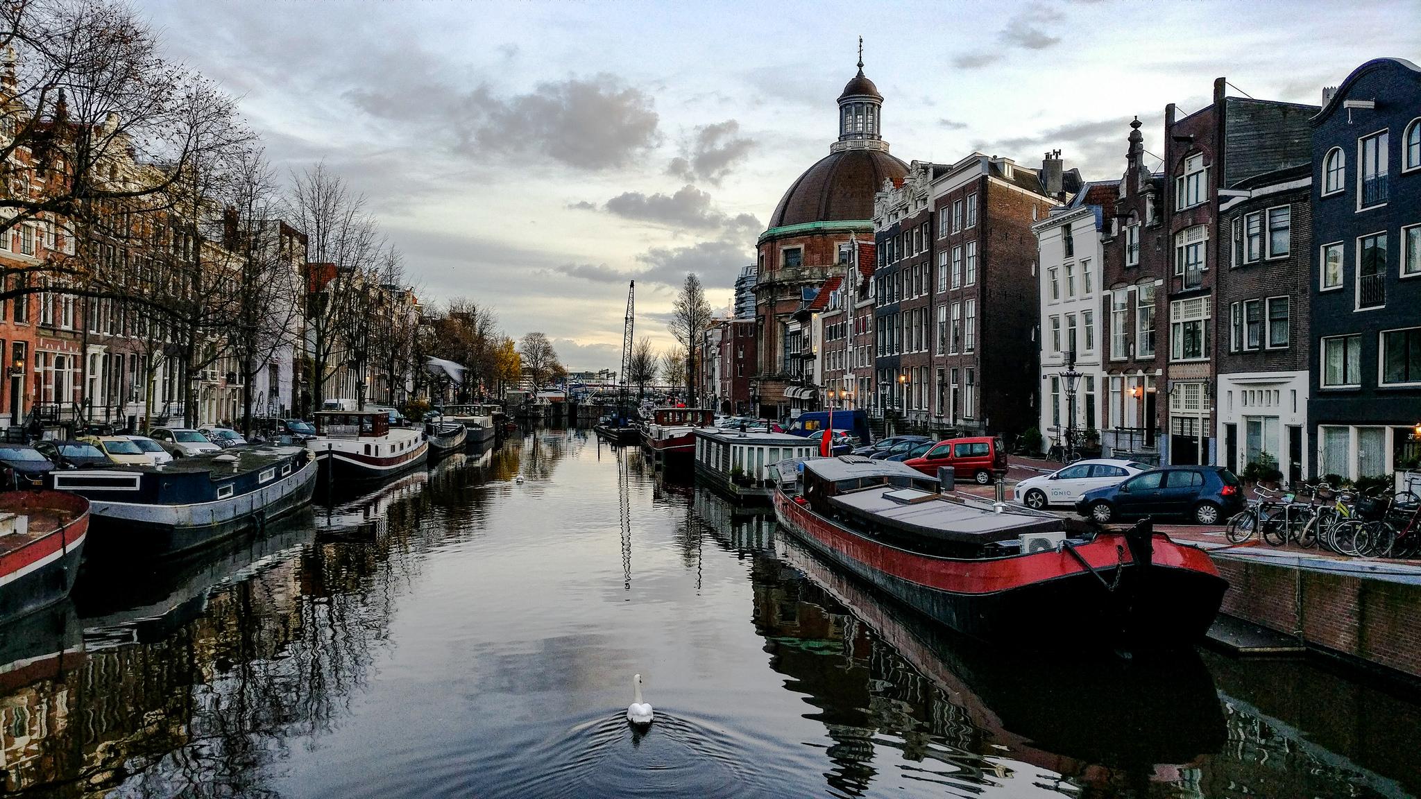 Amsterdam  #amsterdamcity #amsterdam #amsterdamcentral #canalcity #reflection #europe #morning