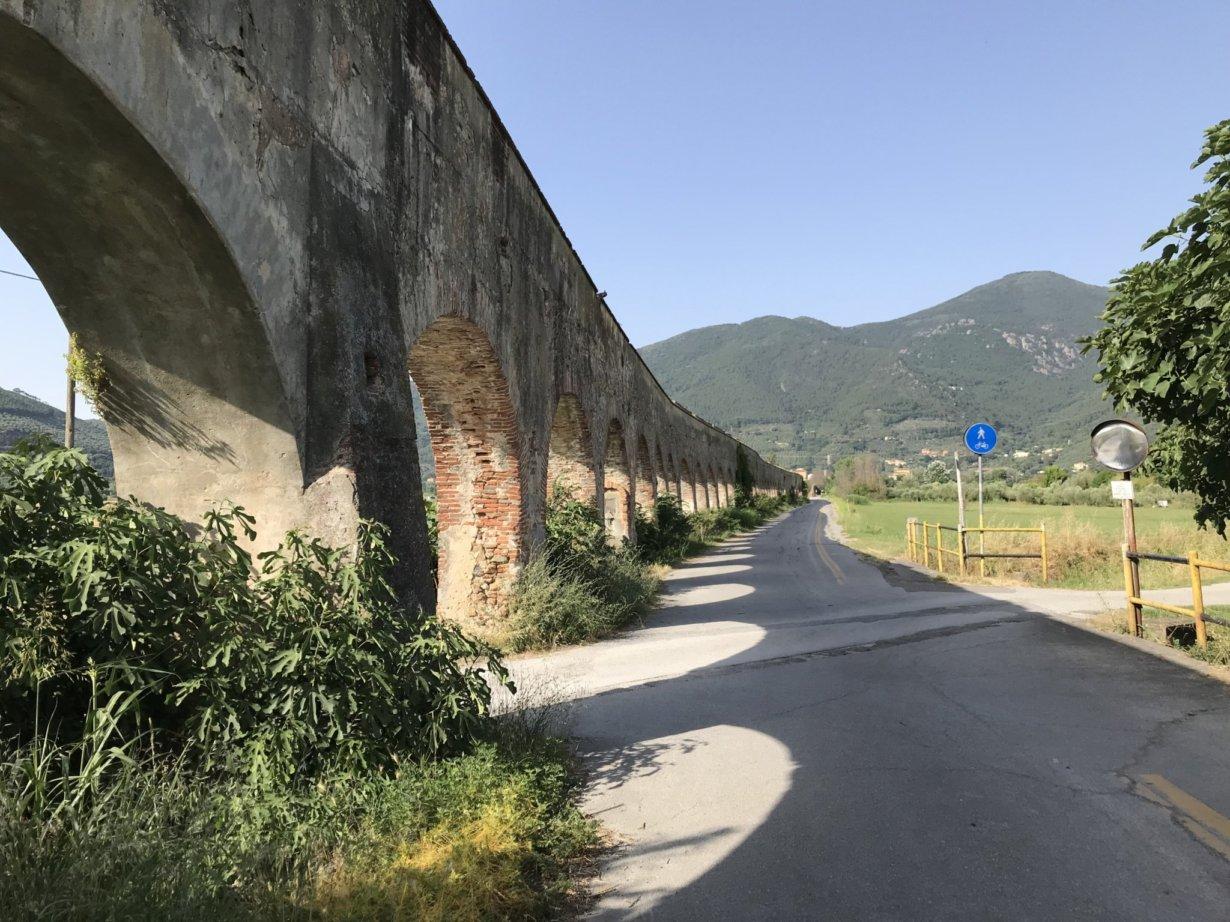 The walking path along Via Condotti, towards Asciano