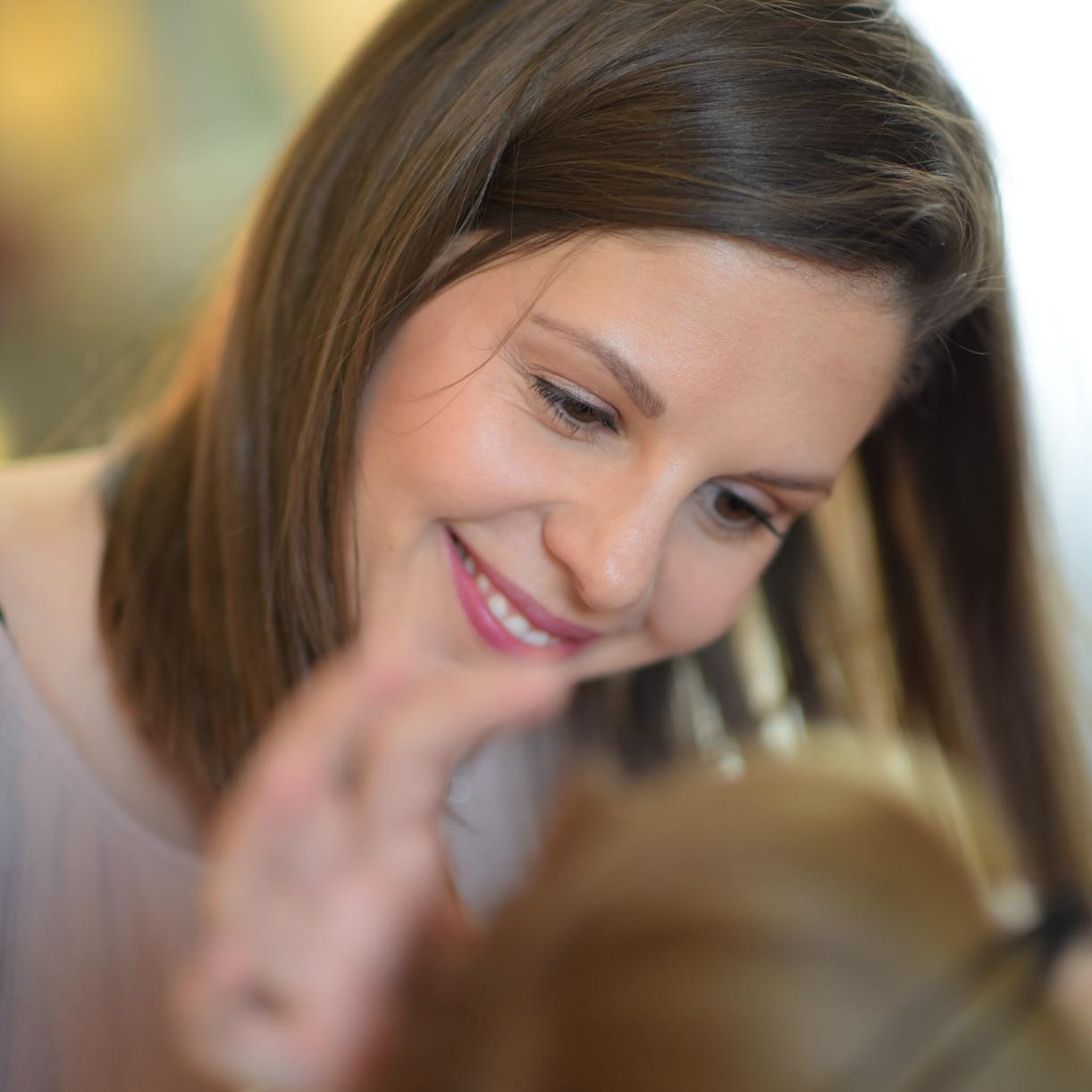 Tamara Beck - ...ist professionelle Visagistin, Hairstylerin und Nagelpflegerin in Liebefeld/Bern. Sie sorgt dafür, dass meine Workshop-Models immer TOP aussehen und hat immer ein Lächeln auf der Lippe :-)Ihr Spezialgebiet sind Beauty- und Braut-Stylings.www.tbmakeupartist.ch