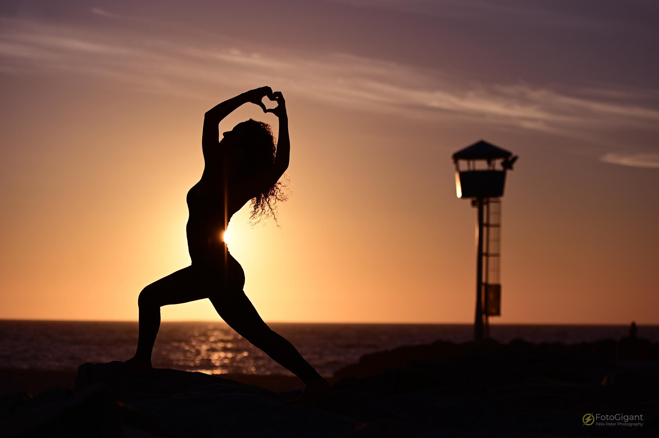 Pilates_Yoga_Silhouettes_02.jpg