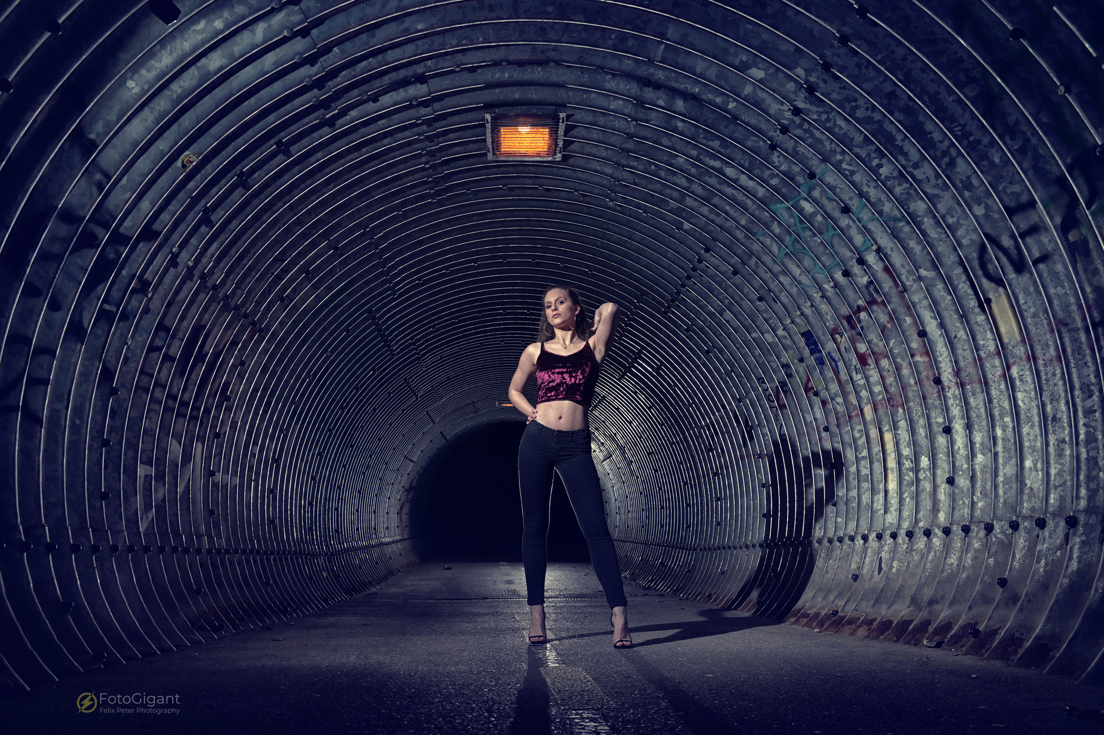 Tunnel-Flashwith Albina -