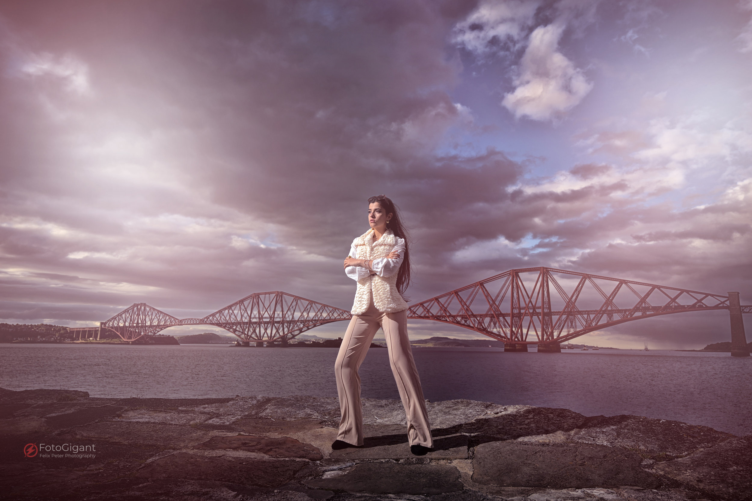 Late afternoon we drove to the sweet little village  SOUTH QUEENSFERRY  where we had our Airbnb directly in front of the legendary FORTH BRIDGE. After a nice italian dinner in a local restaurant, strength was back for more photoshoots here at bridge.