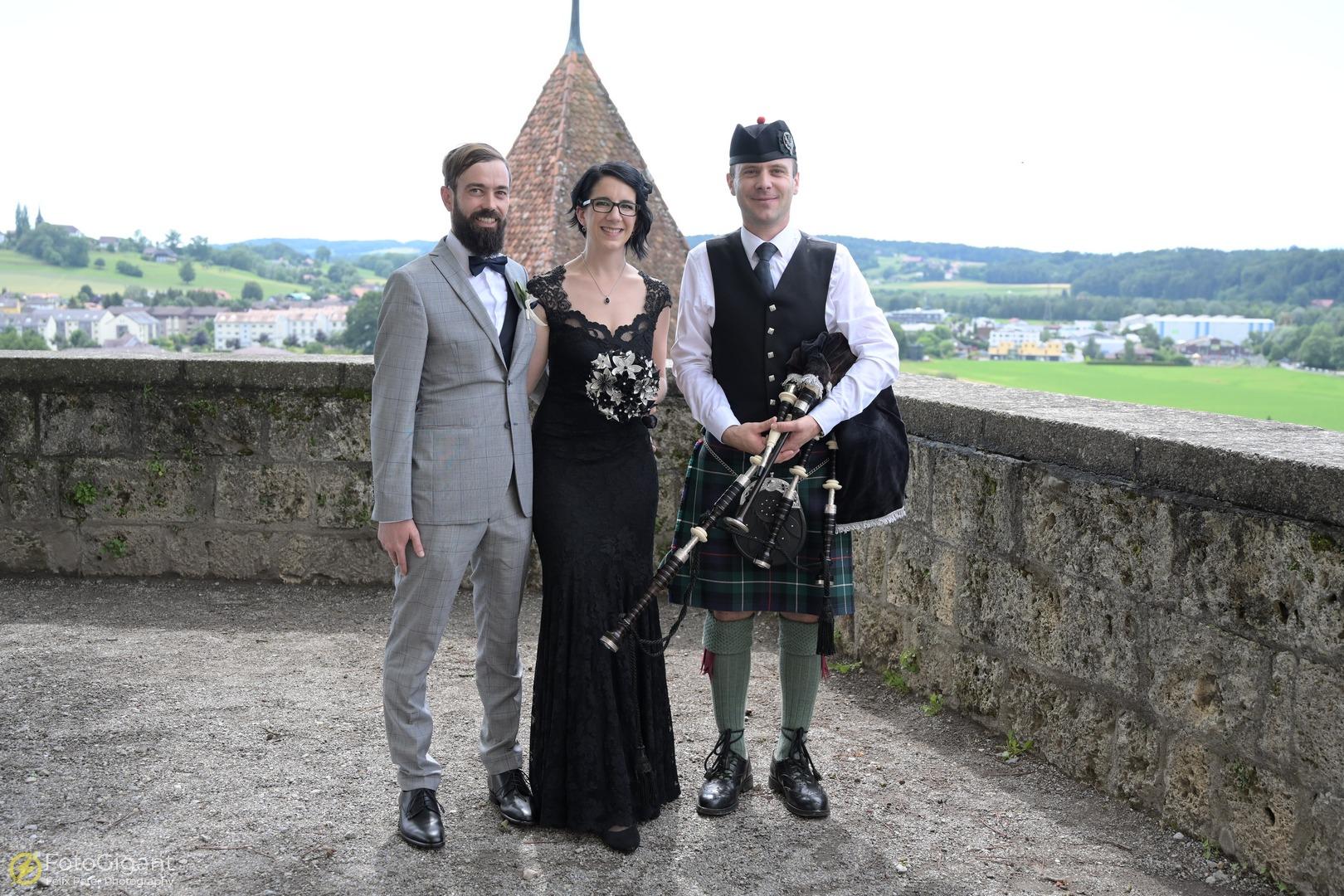 Hochzeitsfotografie_Schloss-Laupen_21.jpg