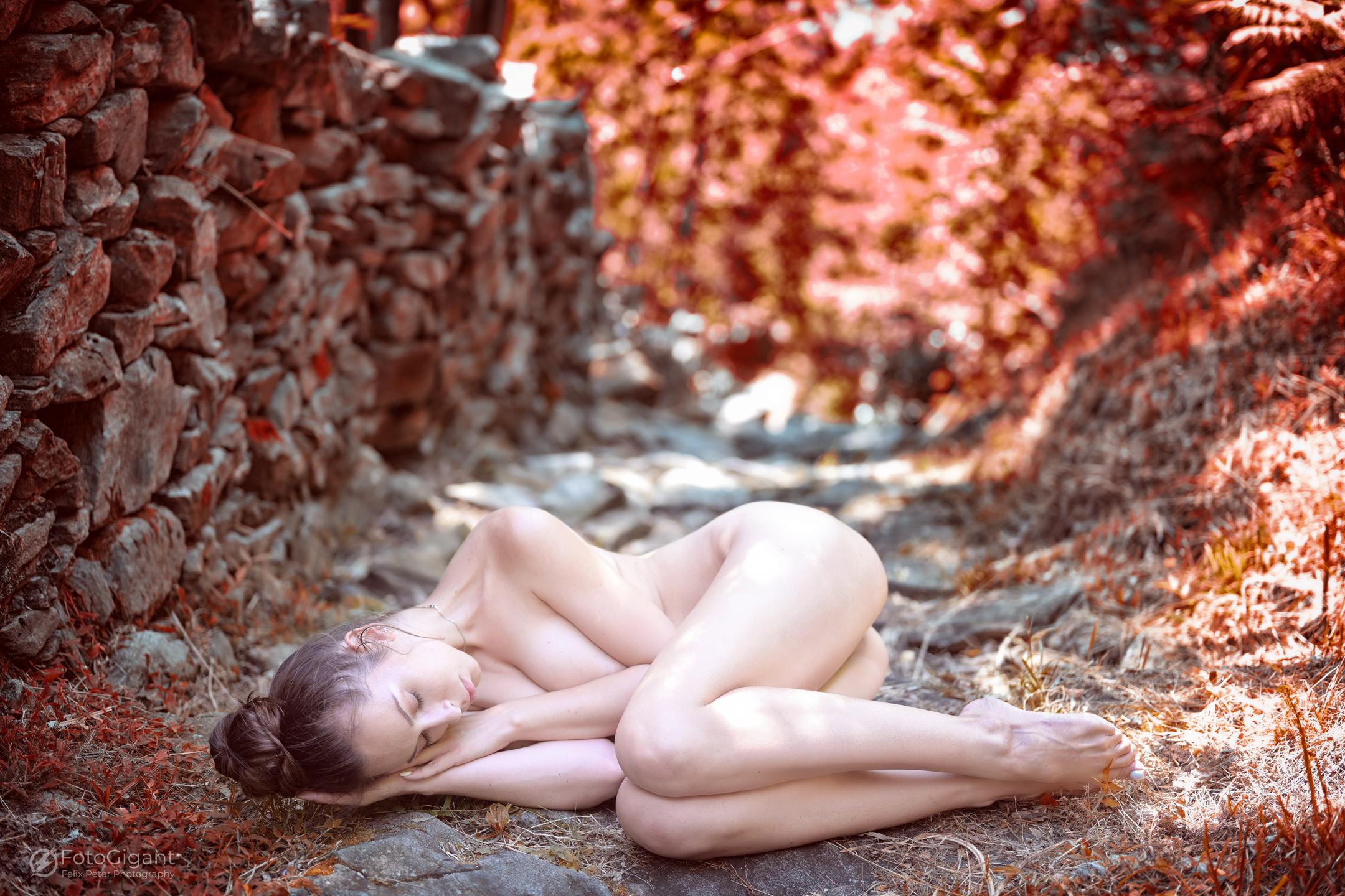 NudeArt_Verzasca_Maggia_02.jpg