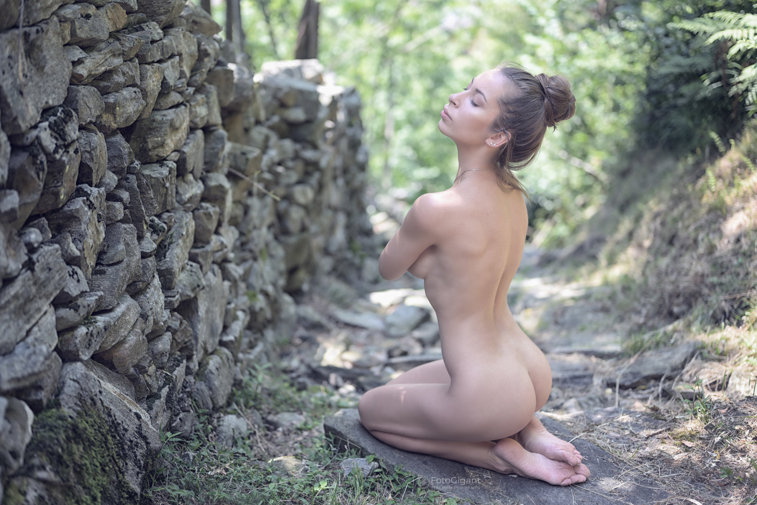NudeArt_Verzasca_Maggia_19.jpg