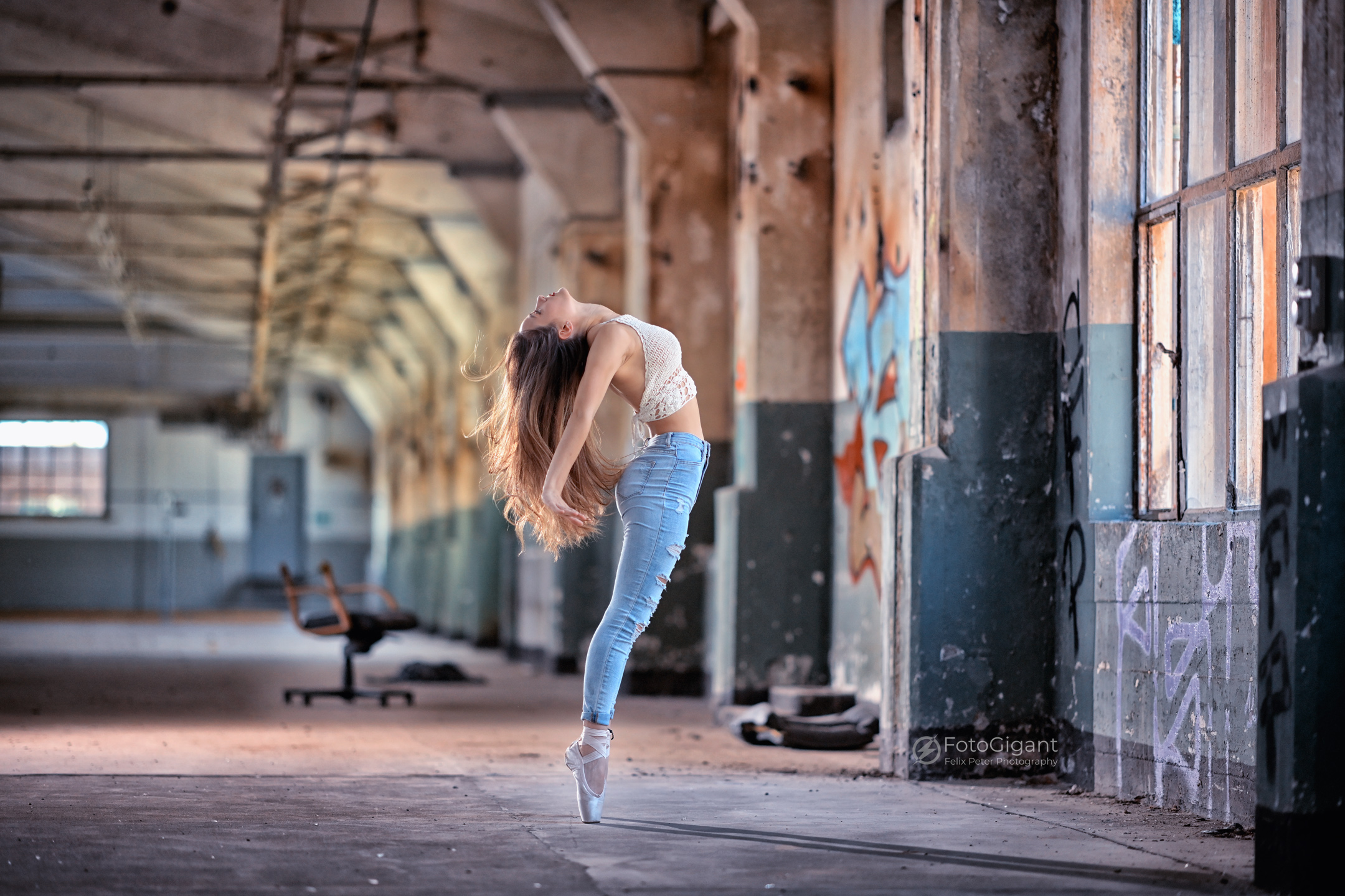 Balletdancer_in_Lostplace_02.jpg