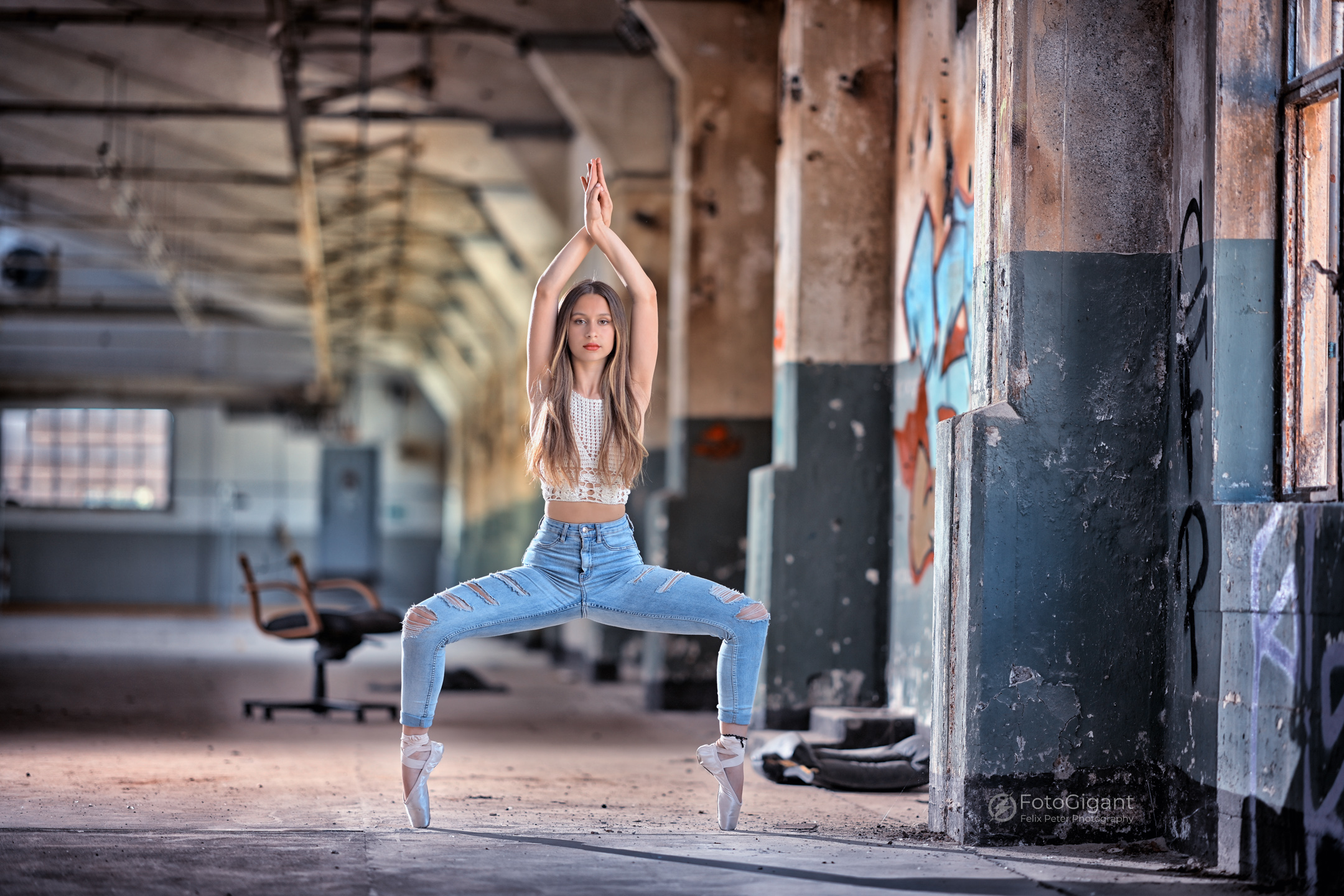 Balletdancer_in_Lostplace_01.jpg