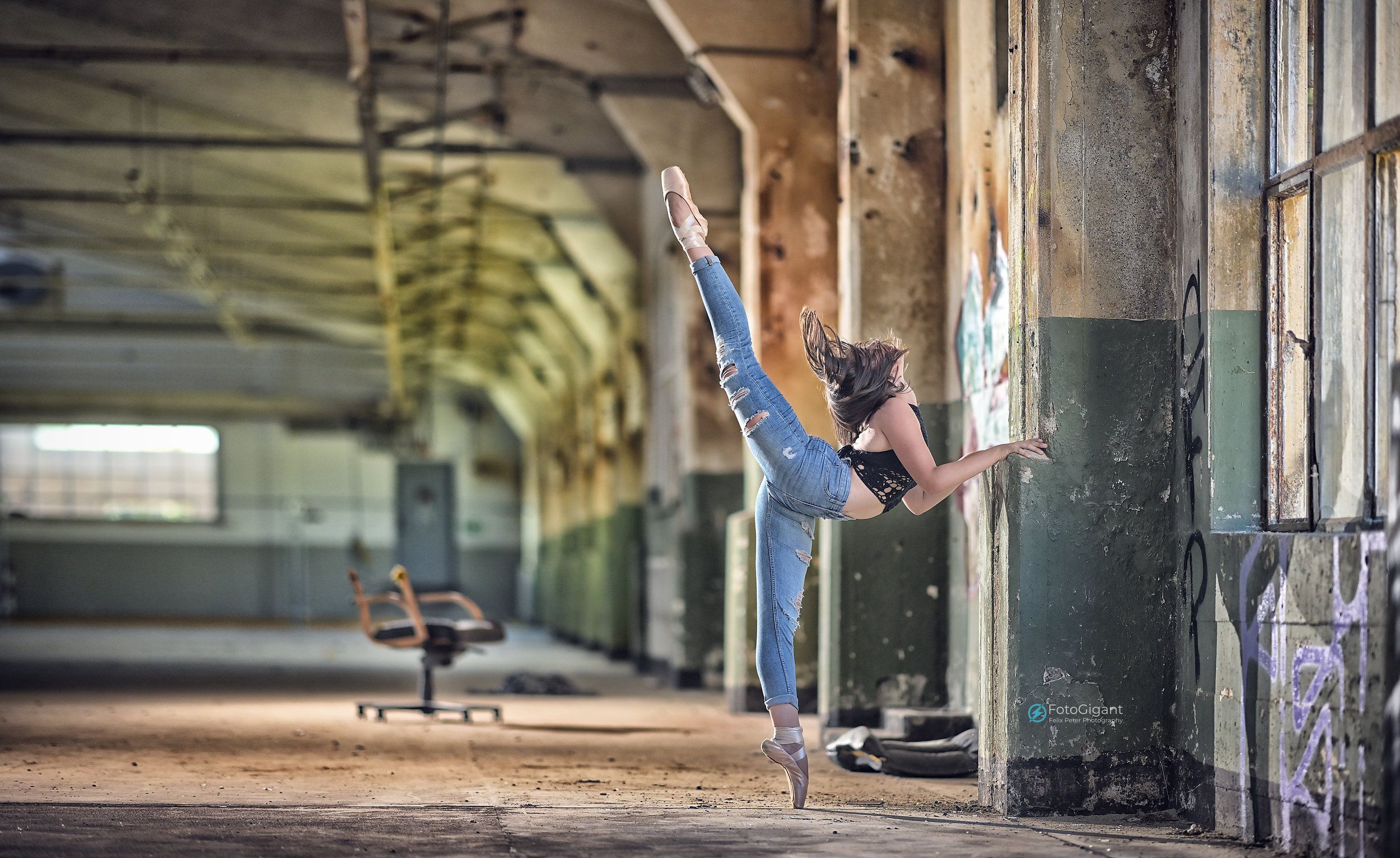 Balletdancer_in_Lostplace_04.jpg