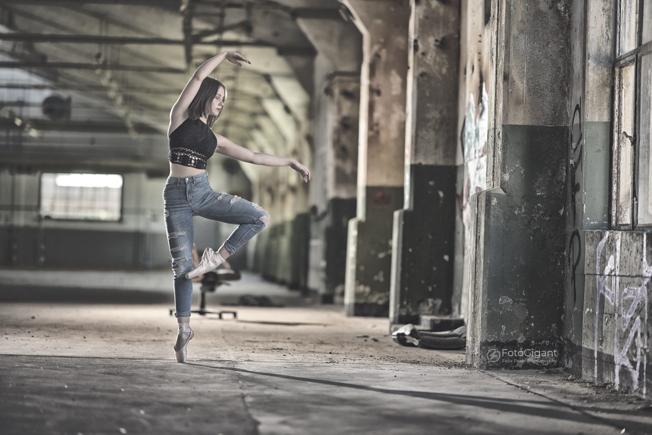 Balletdancer_in_Lostplace_05.jpg