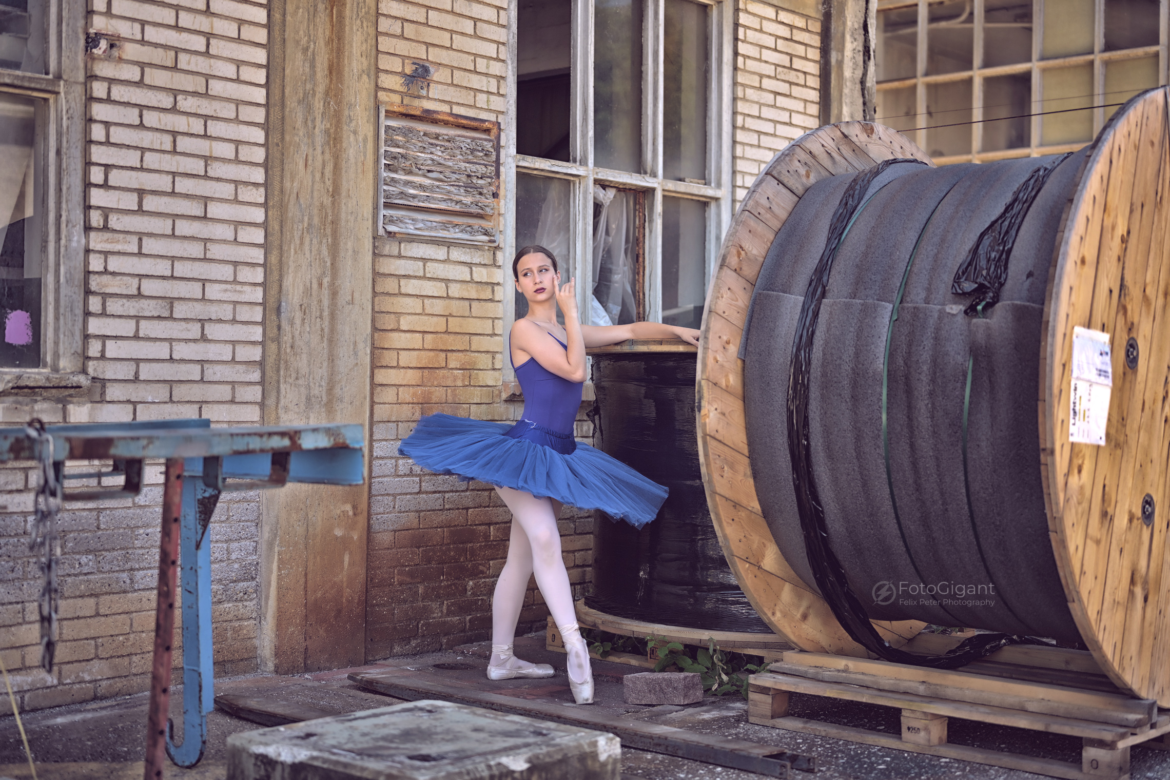 Balletdancer_in_Lostplace_25.jpg