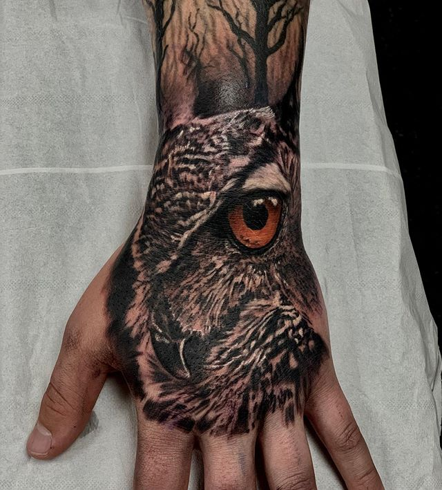 Job stopper for @jarredhughes thanks man #tattoo#tattoos#handtattoo#owl#bnginksociety #worldfamousinks#fkirons#chester#chestertattoo#skinartmag @butterluxe_uk