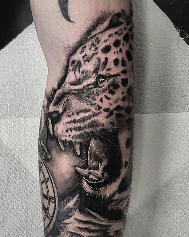 Big cats in weird gaps. Thanks Grant !! . . . . . . #jaguar #jaguartattoo #leopard #leopardtattoo #cheetah #cheetahtattoo #bigcat #bigcats #cattattoo