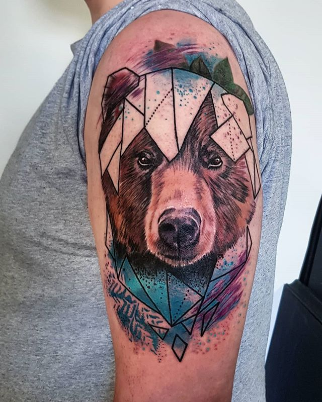 Painty geo bear from today. Thank you! . . . . . . . . #beartattoo #geometric #painttattoo #geometrictattoo #bear #paint