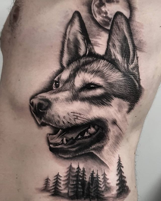 Luna the husky for David yesterday. Thank you for sitting so well! DM me for appointments 🌙 . . . . . . #dogtattoo #husky #huskytattoo #memorialtattoo #ribtattoo