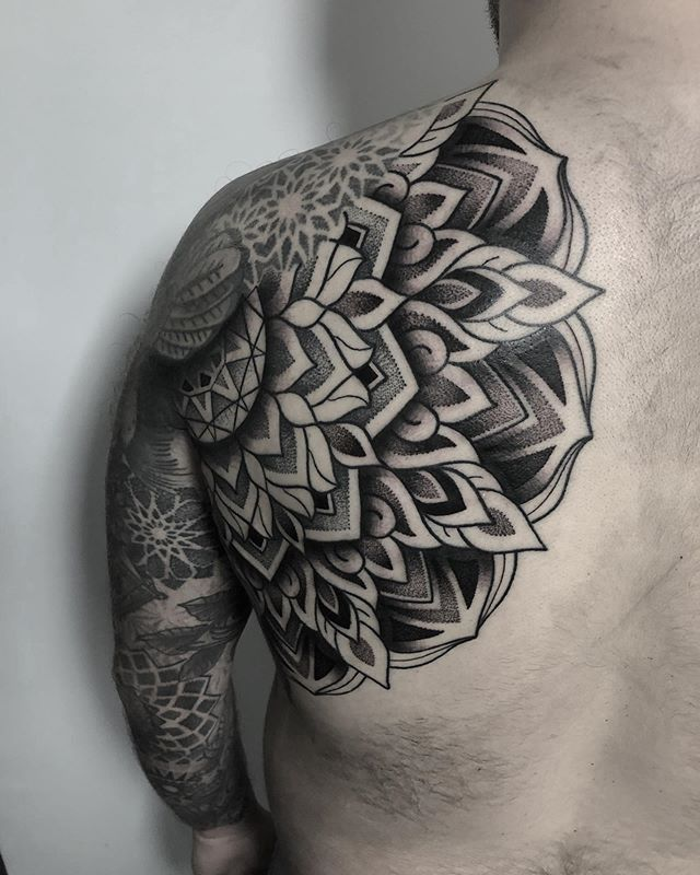 Finished this oversized mandala today, would love to do more of these and will offer discounted rates! Thanks again mate 🙌🏻 #dotworktattoo #tattooing #patterns #blackwork #blackworktattoos #btattooing #black #geometrictattoo #blackworkersubmission #ornamentaltattoo #linework #blacktattoo #blackworkers_tattoo #uktattoo #geometric