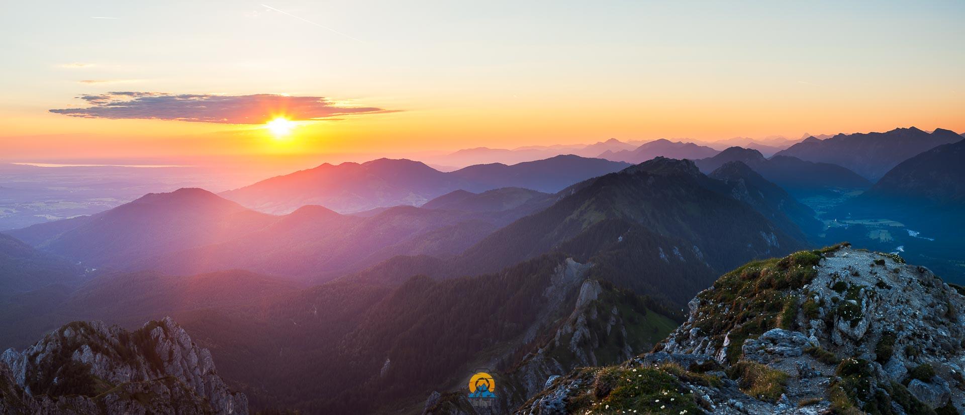 Klammspitze Pano Sonnenaufgang.jpg