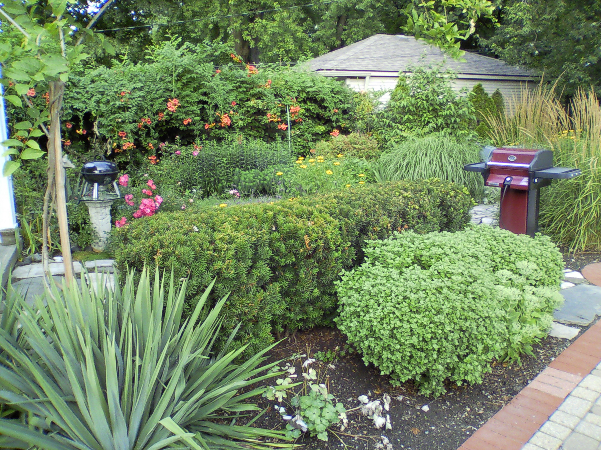 Landscape maintenance in Bloomfield Village, MI, Metro Detroit